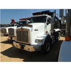 2010 KENWORTH T800 DUMP TRUCK, VIN/SN:1NKDX4TX7AJ268762 - TRI AXLE, 500HP CUMMINS ISX ENGINE, 8LL TR