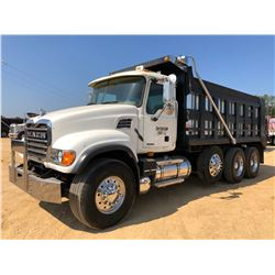 2007 MACK CV713 DUMP, VIN/SN:1M2AG11C17M046076 - TRI-AXLE, MACK AMI-370 ENGINE TRANS, STEERABLE 3RD