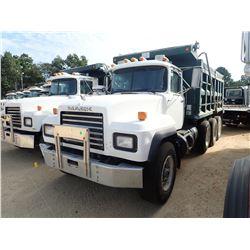 2000 MACK RD690S DUMP TRUCK, VIN/SN:1M2P264C2YM031458 - TRI AXLE, MACK EM7-300 ENGINE, MACK 7 SPEED