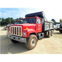 2001 INTERNATIONAL 2574 DUMP, VIN/SN:1HTGGATT41H352865 - T/A, CAT DIESEL ENGINE, A/T, 44K REARS, 18K