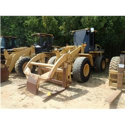 2005 CATERPILLAR 938G SERIES II WHEEL LOADER, VIN/SN:RTB01315 - WICKER FORKS W/ TOP CLAMP, CAB, A/C,