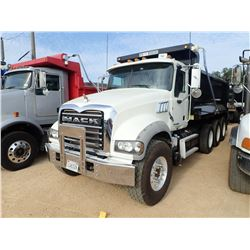 2013 MACK GU713 DUMP, VIN/SN:1M1AX09Y1DM017025 - TRI-AXLE, 415HP MACK MP8 415C ENGINE, 9 SPEED TRANS
