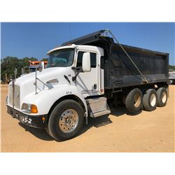 2008 KENWORTH T300 DUMP TRUCK, VIN/SN:3WKMAZ7X15F083910 - TRI AXLE, CUMMINS ISC ENGINE, 8 SPEED TRAN