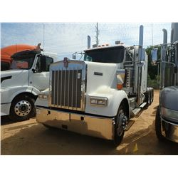2005 KENWORTH W900 TRUCK TRACTOR, VIN/SN:5J098437 - TRI AXLE, 565 HP CUMMINS ISX ENGINE, 18 SPEED TR