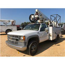 2001 CHEVROLET BUCKET TRUCK, VIN/SN:3GBKC34F61M112966 - S/A, DURAMAX DIESEL ENGINE, A/T, ALTEC SERVI