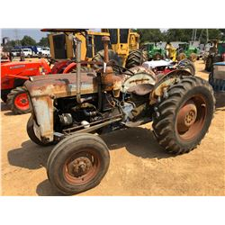 FORD 4000 FARM TRACTOR, -13.6-28 TIRES