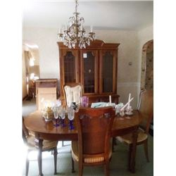 VINTAGE DINING ROOM TABLE WITH 6 CHAIRS AND EXTENSION