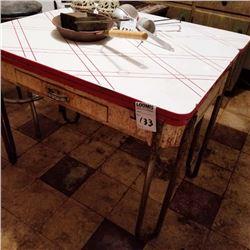 BUNDLE LOT: VINTAGE PORCELAIN KITCHEN TABLE / NO. 3 PIZZELLE WAFFLE IRON