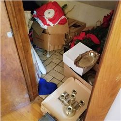 CLOSET LOT: CHRISTMAS DECOR