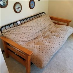 WOOD AND UPHOLSTERED DAY BED