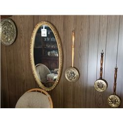 ROMAN STYLE OVAL WALL MIRROR AND 4 WALL DECORATIONS