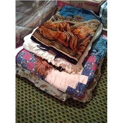 BULK LOT OF BED/BATH/KITCHEN  SOFT GOODS