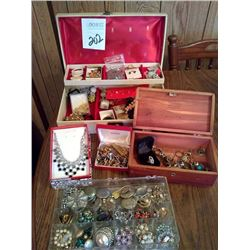 VINTAGE COLLECTION OF COSTUME JEWELRY