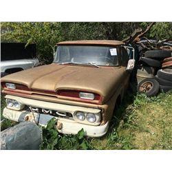 1960s GMC 930 w/truck box & hoist 1 ton standard