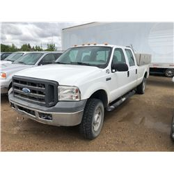 2005 Ford F250 3/4 Ton, XL Super Duty, white, 4x4, auto, AC, PS, PB w/headache rack & Yukon Tool Box