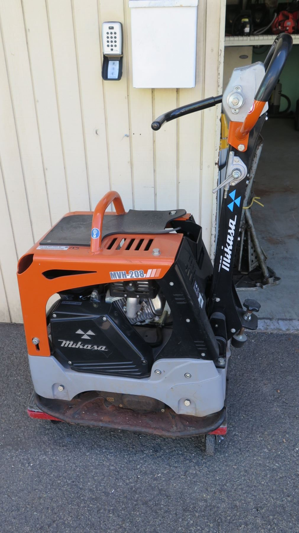 Multiquip Plate Compactor, Model MVH-208GH (missing cover