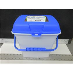 New 2 gal.Pet Solutions Pet Food Container / keeps food fresh and pests out