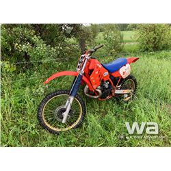 1986 HONDA CR250R DIRT BIKE
