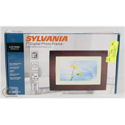 NEW IN BOX SYLVANIA LCD DIGITAL PHOTO FRAME