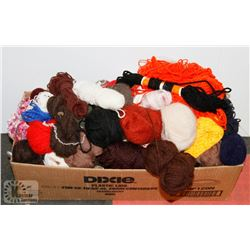 BOX OF ASSORTED WOOL AND COMPLETE SET OF CROCHET