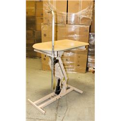 COMMERCIAL PET GROOMING TABLE.