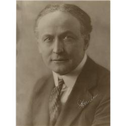 Houdini, Harry. Signed photograph.
