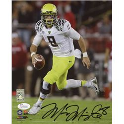 Marcus Mariota Signed Oregon Ducks 8x10 Photo (JSA COA  Mariota Hologram)