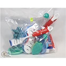 BAG OF ASSORTED SCRUBBERS, SOME WITH HANDLES