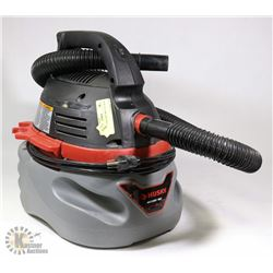 HUSKY 2.5 GAL WET DRY VAC WITH HOSE