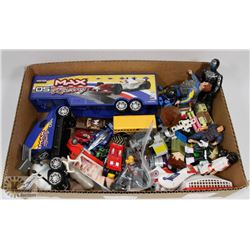 BOX W/DIECAST CARS & TRUCKS, TOY MEN &
