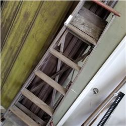 BROWN 6FT LADDER WOODEN