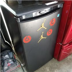 BLACK DANBY BAR FRIDGE - WORKING