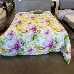 KINGSIZE FLORAL DUVET AND 2 KINGSIZE SHAMS, 1 ACCENT PILLOW, VISIBLE WATERMARKS, USED IN SHOWROOM, N