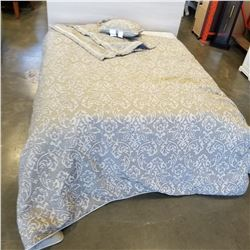 KINGSIZE FLORAL DUVET AND 2 KINGSIZE SHAMS, 1 ACCENT PILLOW, USED IN SHOWROOM ONLY