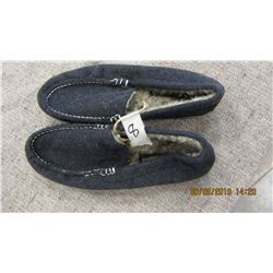 NEW - AMERICAN EAGLE OUTFITTERS MEN'S SLIPPERS