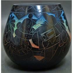SANTA CLARA INDIAN POTTERY JAR (ERGIL DELAWEPI)