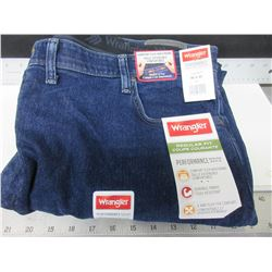 New Men's Wrangler Jeans Regular fit size 46 x 30 with comfort flex waistband