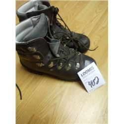 INSULATED HIKING BOOTS