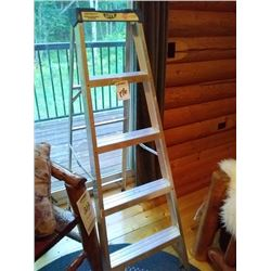LIKE NEW 6 FT SEP LADDER