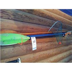3X KAYAK PADDLES, 1X FISHING NET