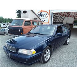 J5 --  1998 VOLVO V70, WAGON , Blue , 263383  KM's