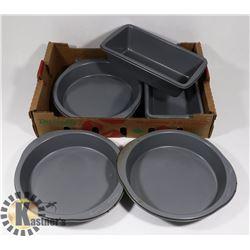 FLAT OF BAKEWARE PANS