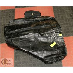 PATCH LEATHER GARMENT BAG.