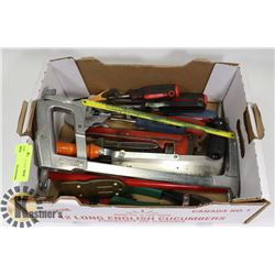 FLAT OF ASSORTED HAND TOOLS INCLUDING SCREWDRIVERS