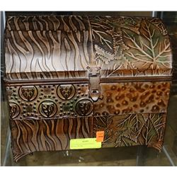 OLD ENGLISH DESIGN SMALL METAL TRUNK