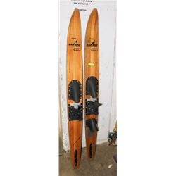 SET OF WESTERNWOOD WATER SKIIS