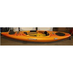 PELICAN 10' KAYAK WITH 2 OARS