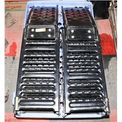 PAIR OF FOLDING CAR RAMPS/VEHICLE LOADING RAMP