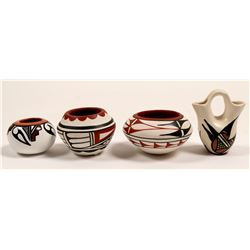 Miniature Native American Pots (4)   (105086)