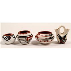 Miniature Native American Pots (4)   (105086)